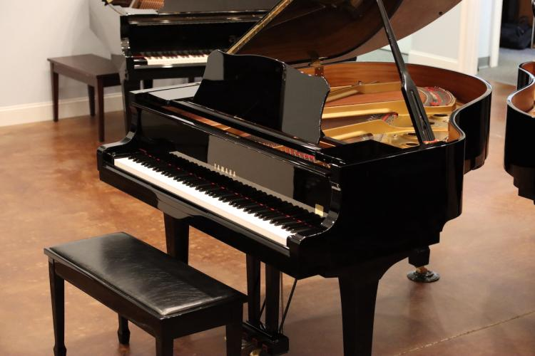 pre-owned Yamaha C1 baby grand piano for sale